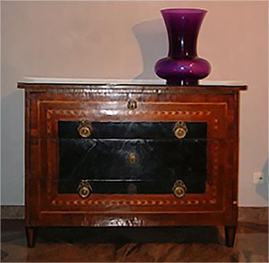 Neoclassical veneered chest of drawers in Lombardy / Piedmont Luigi XVI
